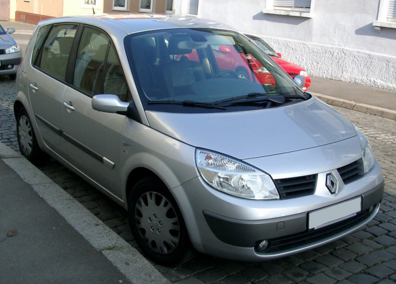 Renault_Scenic_front_silver