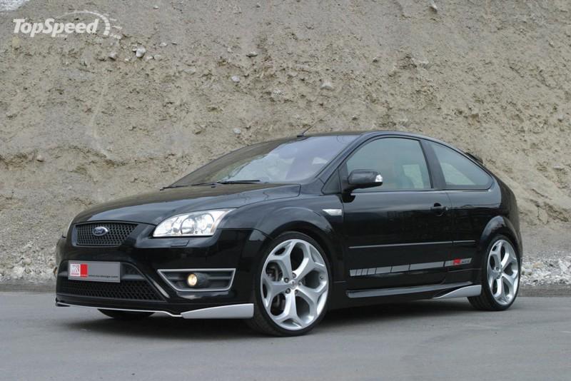 ford-focus-black hatchback