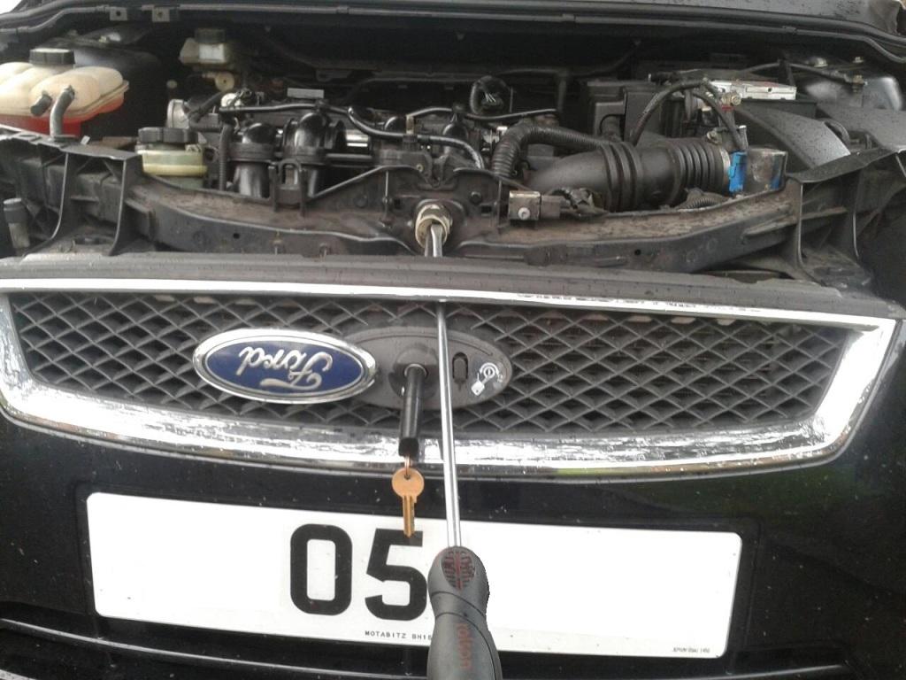 ford-focus-bonnet-lock